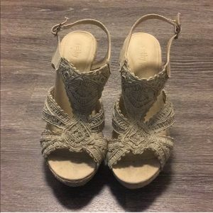 Cathy Jean Tan Lace Wedges SZ 10